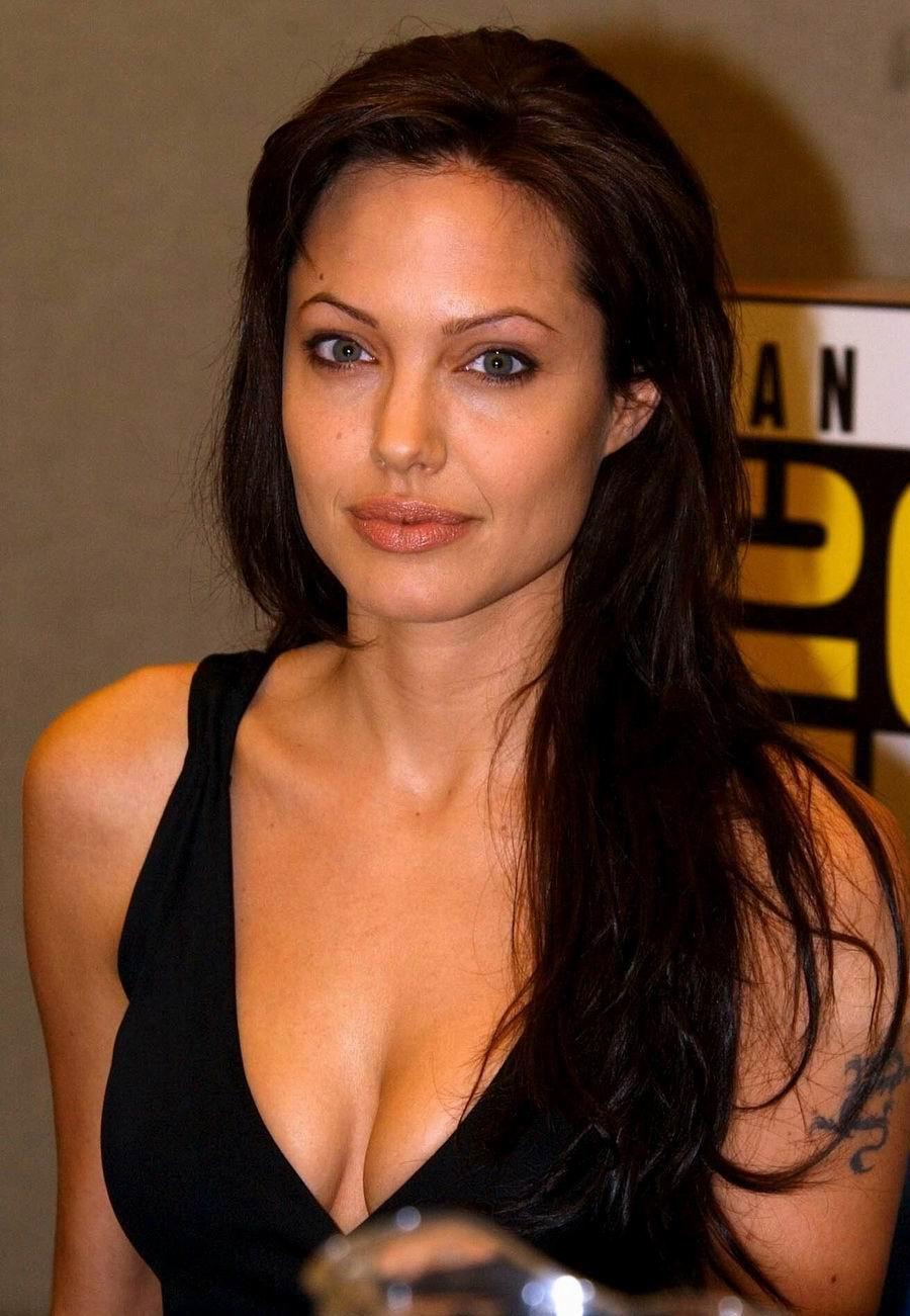 Angelina Jolie desnuda - Fotos y Vídeos -