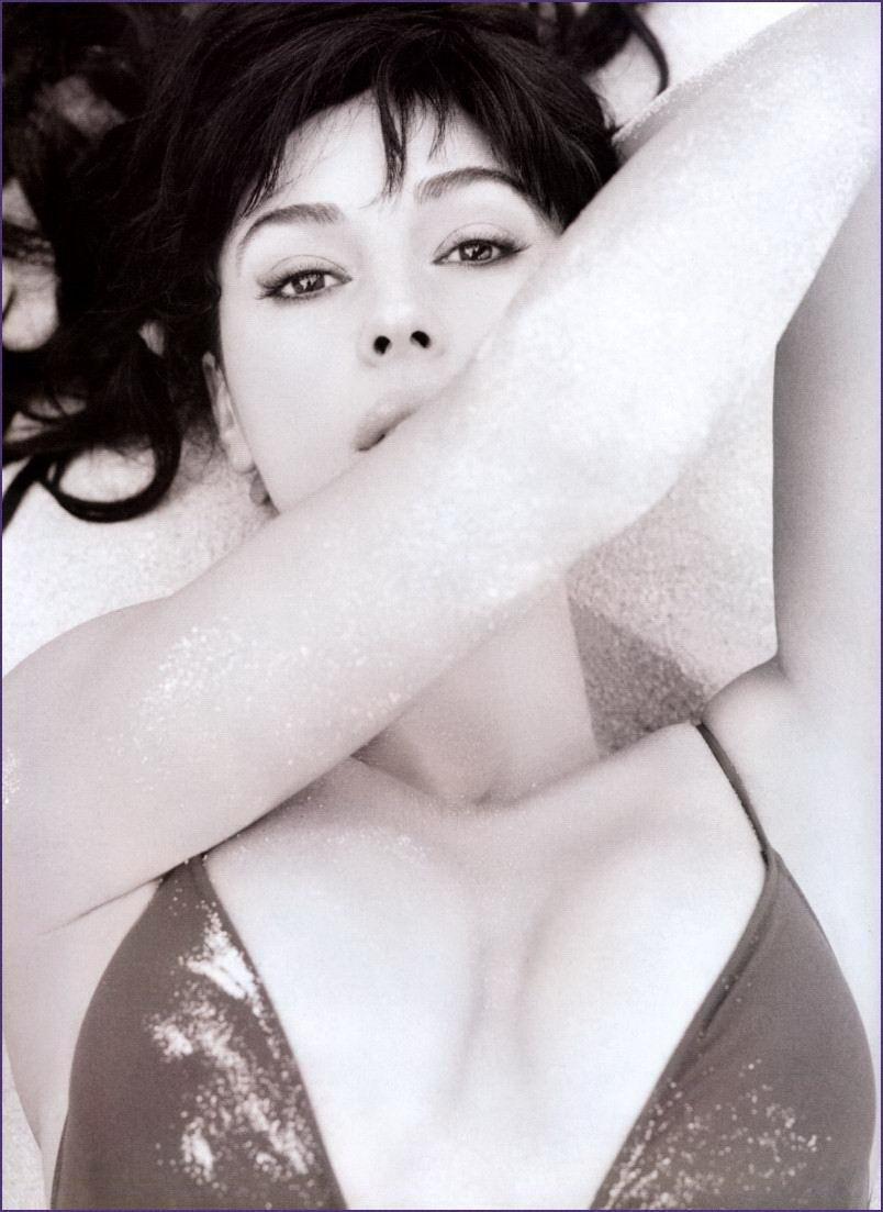 Monica Bellucci desnuda - Fotos y Vídeos -