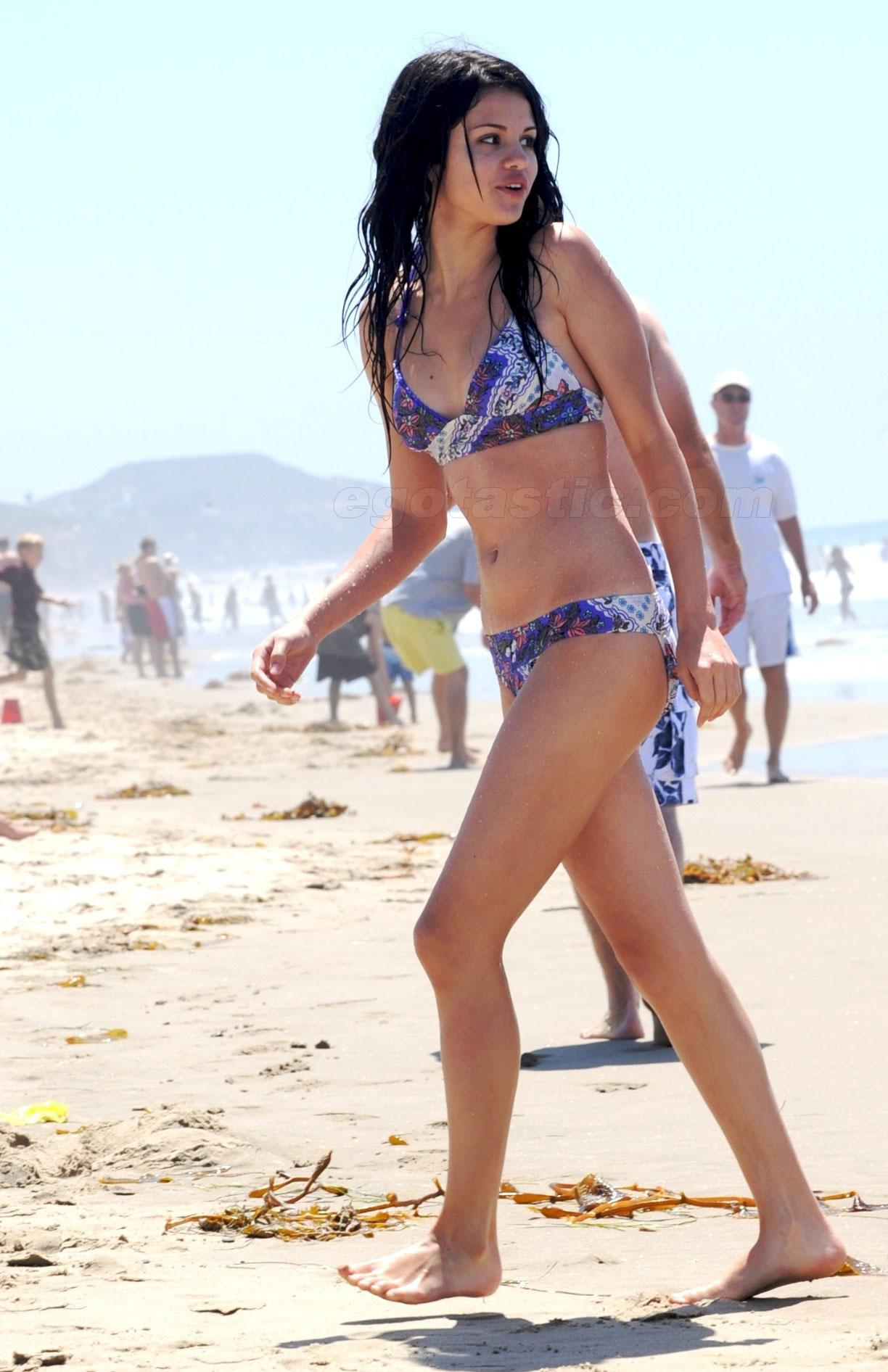 Para el bikini adolescente desnuda desnuda