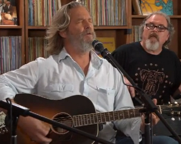 Jeff Bridges versiona 'The man in me' de Bob Dylan