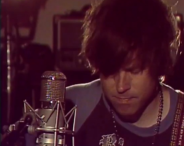 Escucha a Ryan Adams tocar 'Let it ride' en directo