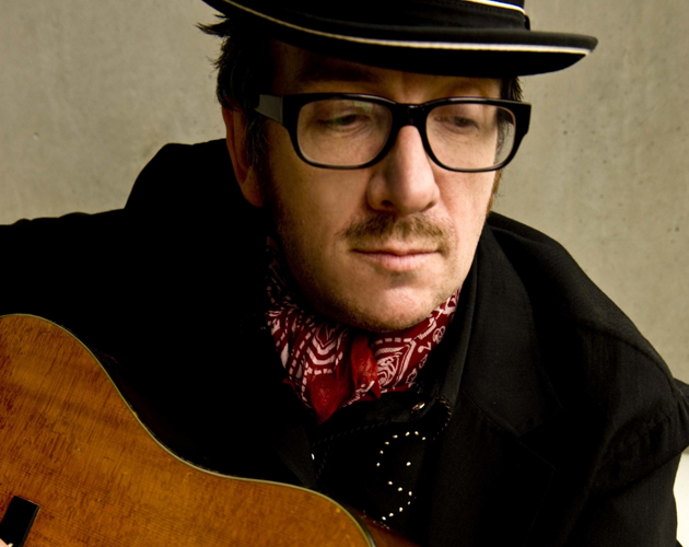 Elvis Costello anima a sus fans a robar 'The Return of the Spectacular Spinning Songbook!!!'