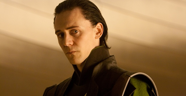 Tom Hiddleston será El Cuervo y Robert Capa tras interpretar a Loki en los Vengadores