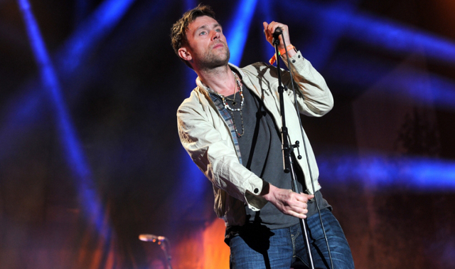 Damon Albarn interpreta 'Song 2' en directo... sin Blur