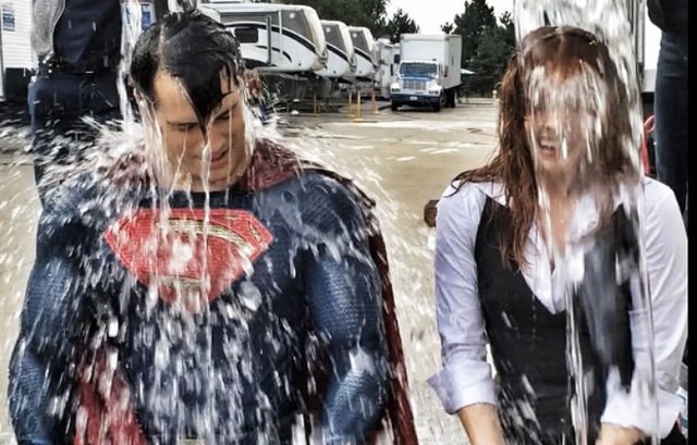 Nuevas fotos y vídeo de 'Batman v Superman: Dawn of Justice': Lois Lane y Superman se suman al Ice Bucket Challenge