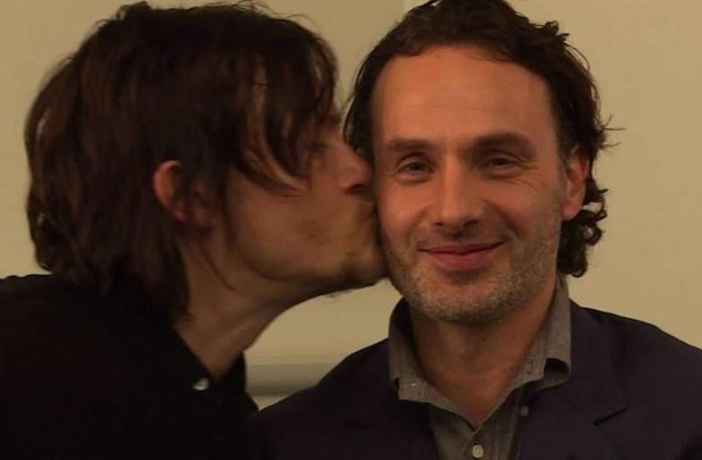 beso blanco gay