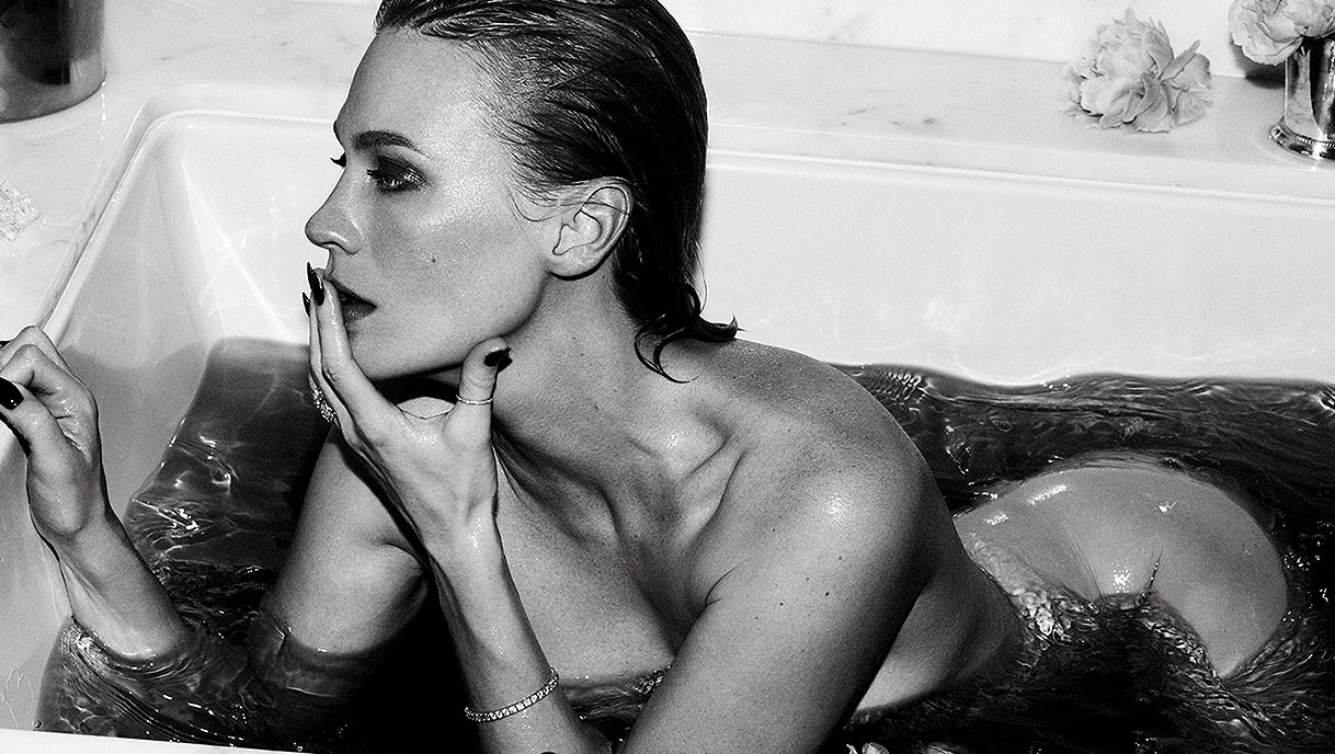 January Jones desnuda para Violet Grey