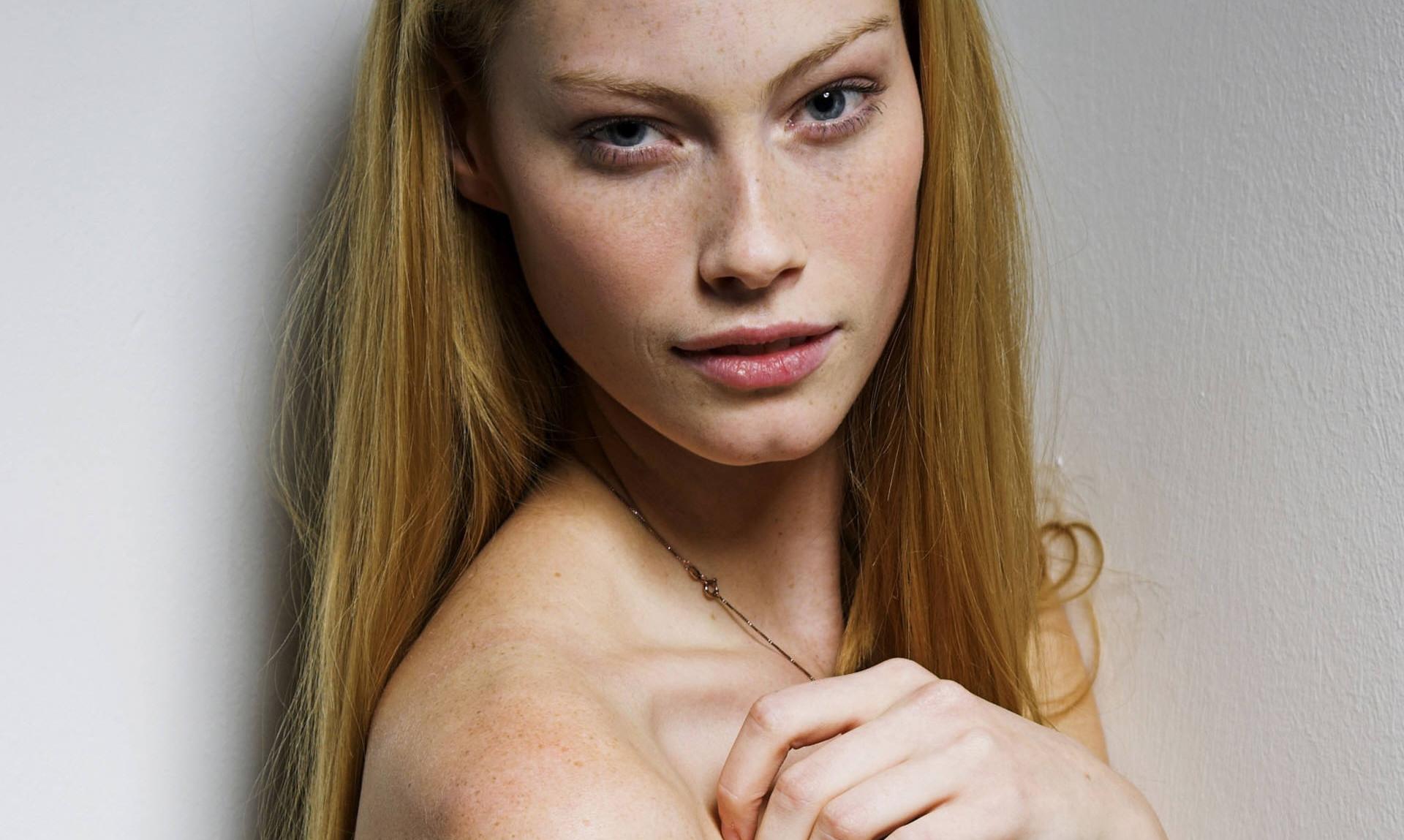 Alyssa Sutherland Desnuda La Aslaug De Vikingos Y Su Cuerpo