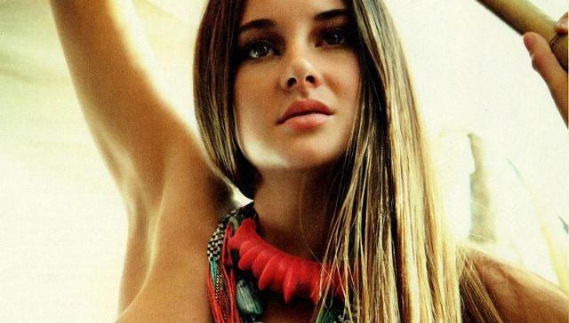 Shailene Woodley desnuda en varias escenas