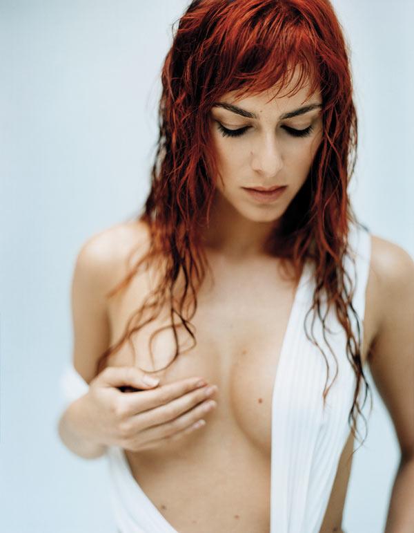 Kira miro topless