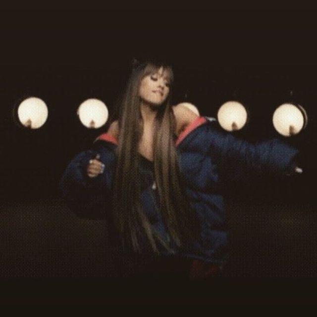 Ariana Grande se pone cariñosa en su nuevo videoclip
