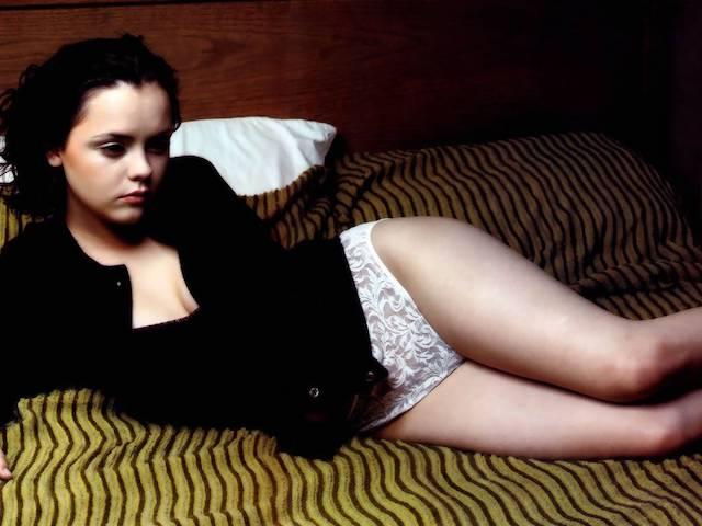 Christina Ricci completamente desnuda en su nueva serie, de los pies a la cabeza