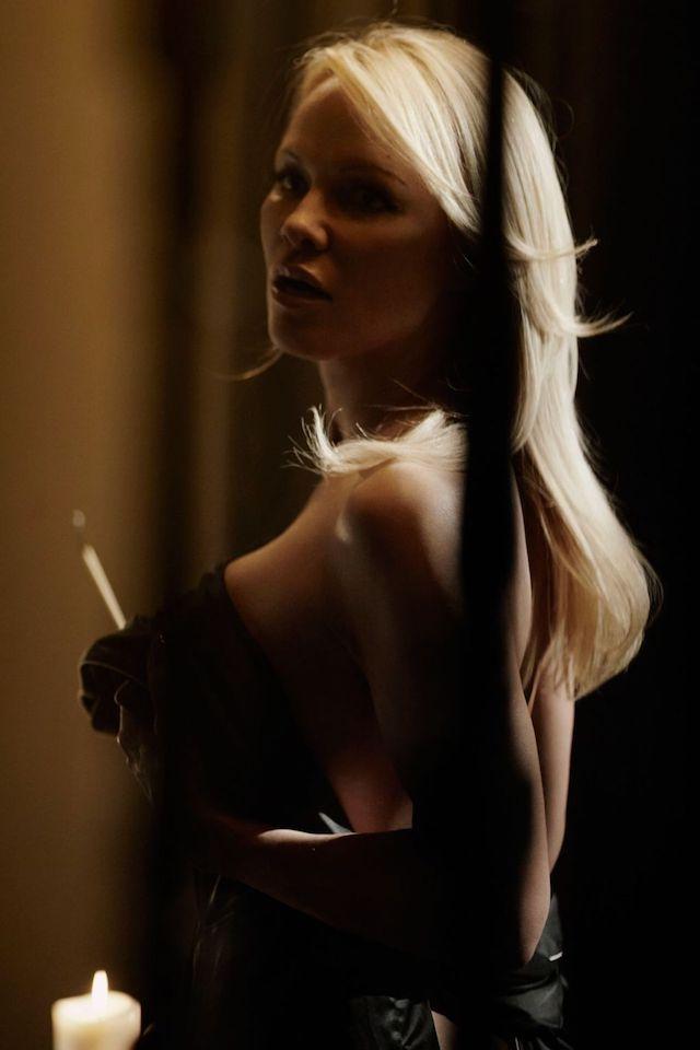 Pamela Anderson desnuda en un nuevo vídeo, mejor que nunca
