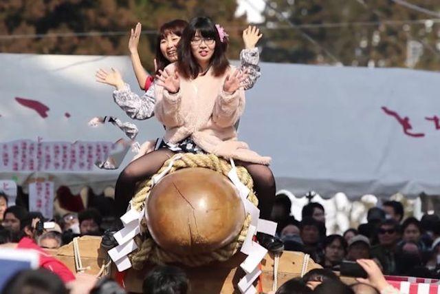Japonesas locas sobre penes gigantes, viva Japón