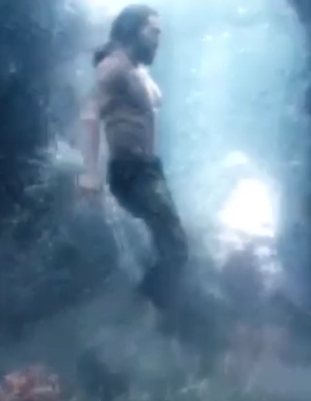 ¡Video de Aquaman en movimiento!