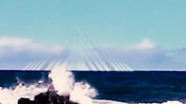 Aperece de una pirámide en el Triángulo de las Bermudas