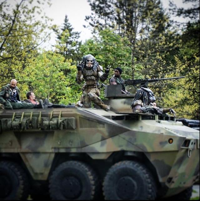 Primera imagen oficial del monstruo de The Predator: ¡¡¡Predators en tanques!!!