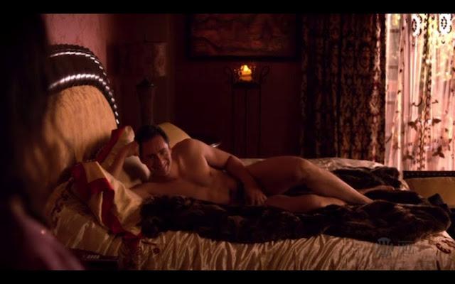 Demián Bichir desnudo, con todo el alien entre las piernas