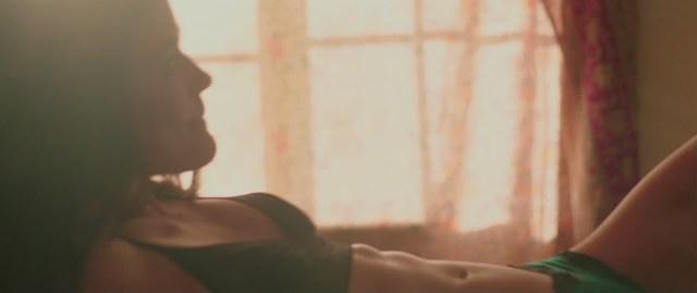 Lucy Hale desnuda practicando sexo oral