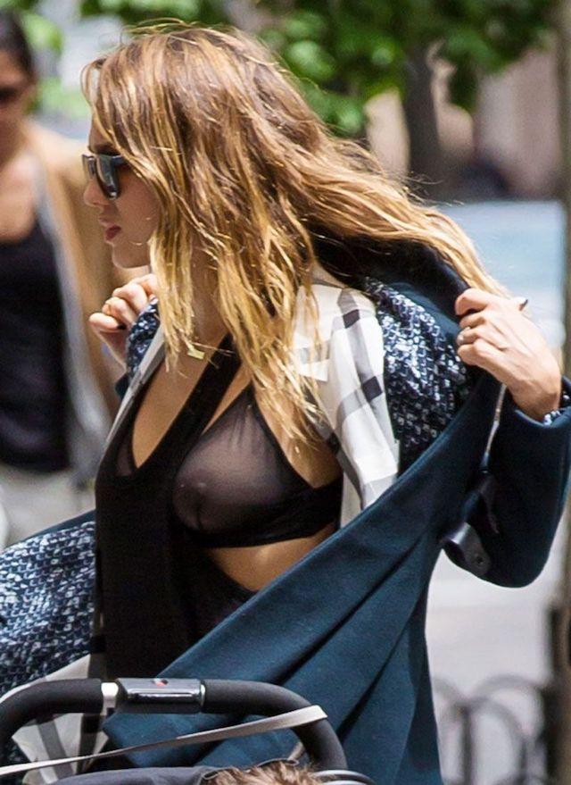 Jessica Alba desnuda, una madre ejemplar.
