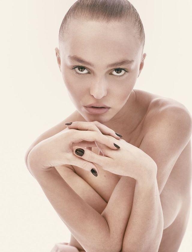Lily-Rose Depp desnuda, la hija total al fin se quita toda la ropa