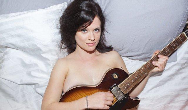 Allie Goertz desnuda, la mujer multiusos filtrada a tope