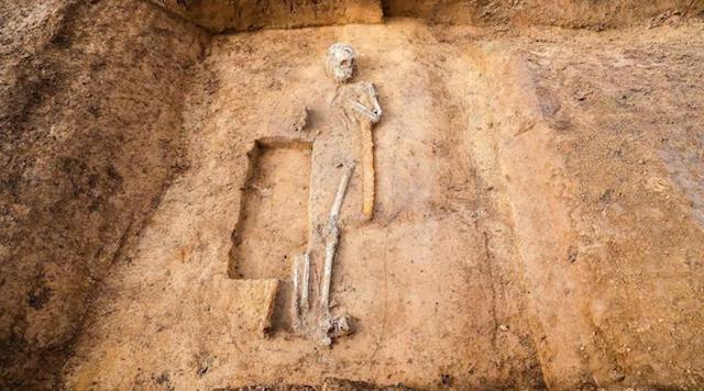 Descubiertos los cadáveres de una bruja y un guerrero gigante en Alemania
