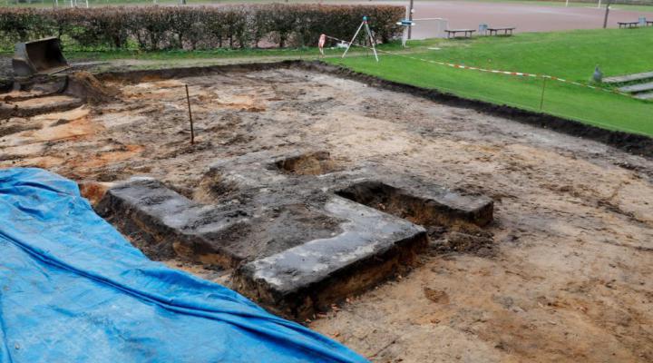 El misterio de la esvástica gigante enterrada en un campo de fútbol