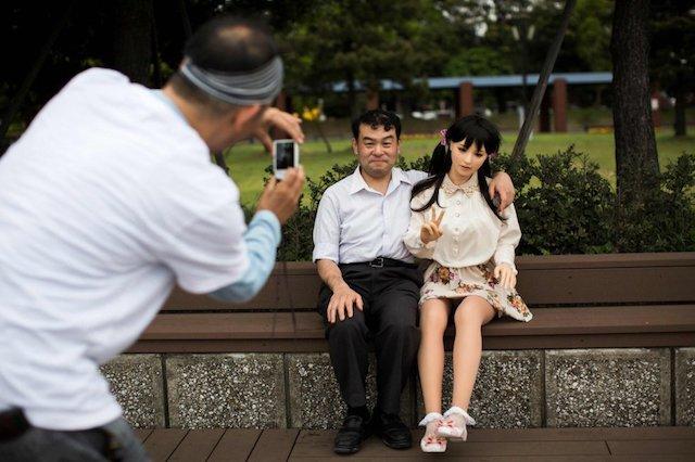 Novias de silicona, la última moda en Japón