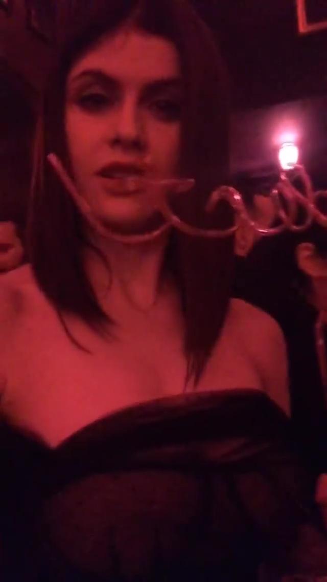 Se desnuda en una fiesta colombian error