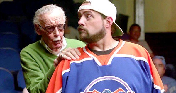 Kevin Smith rescata a Stan Lee de los abusos de su familia