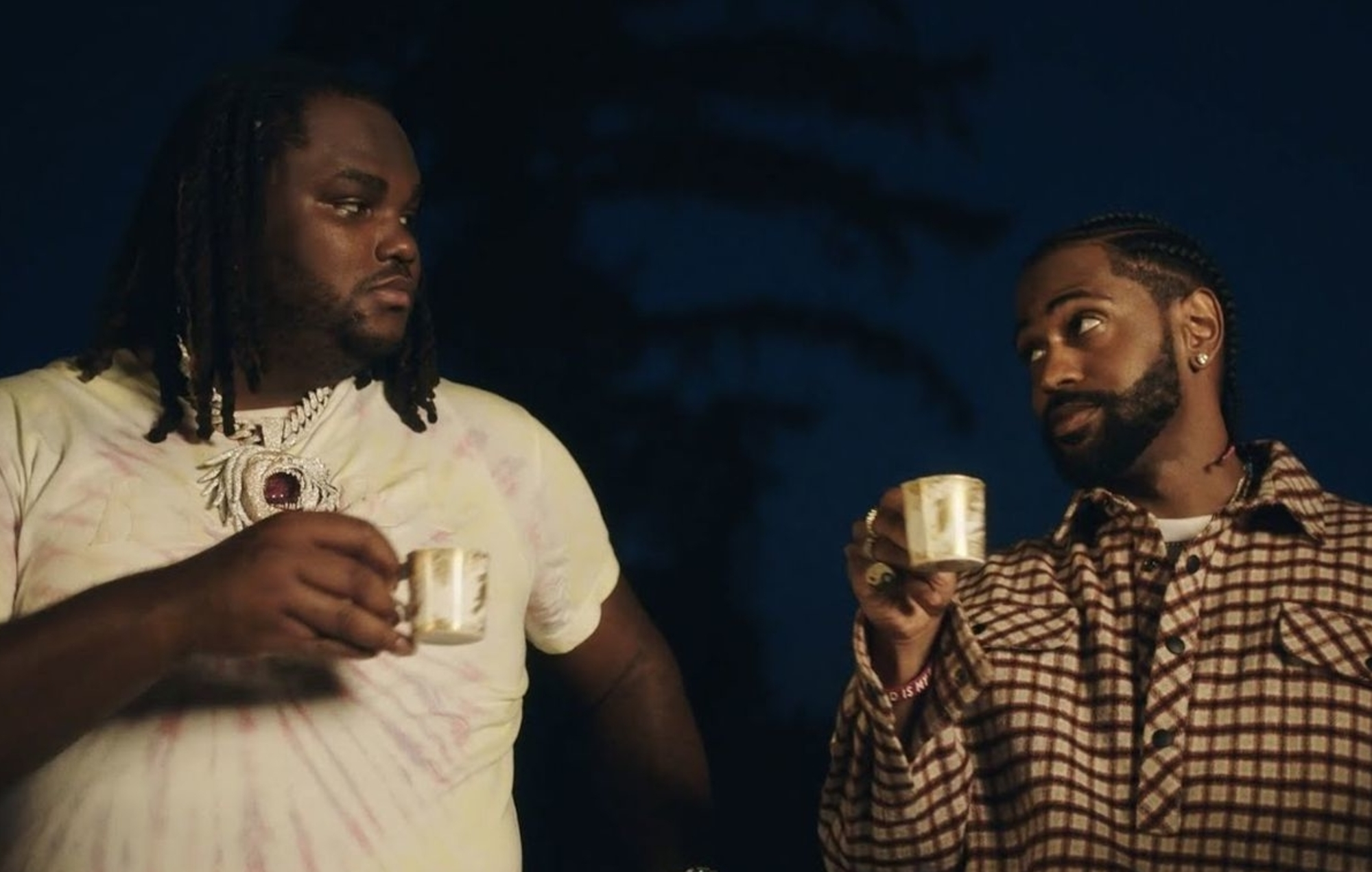 "Big Sean y Tee Grizzley viven la vida fastuosa en el video ""Trenches""."