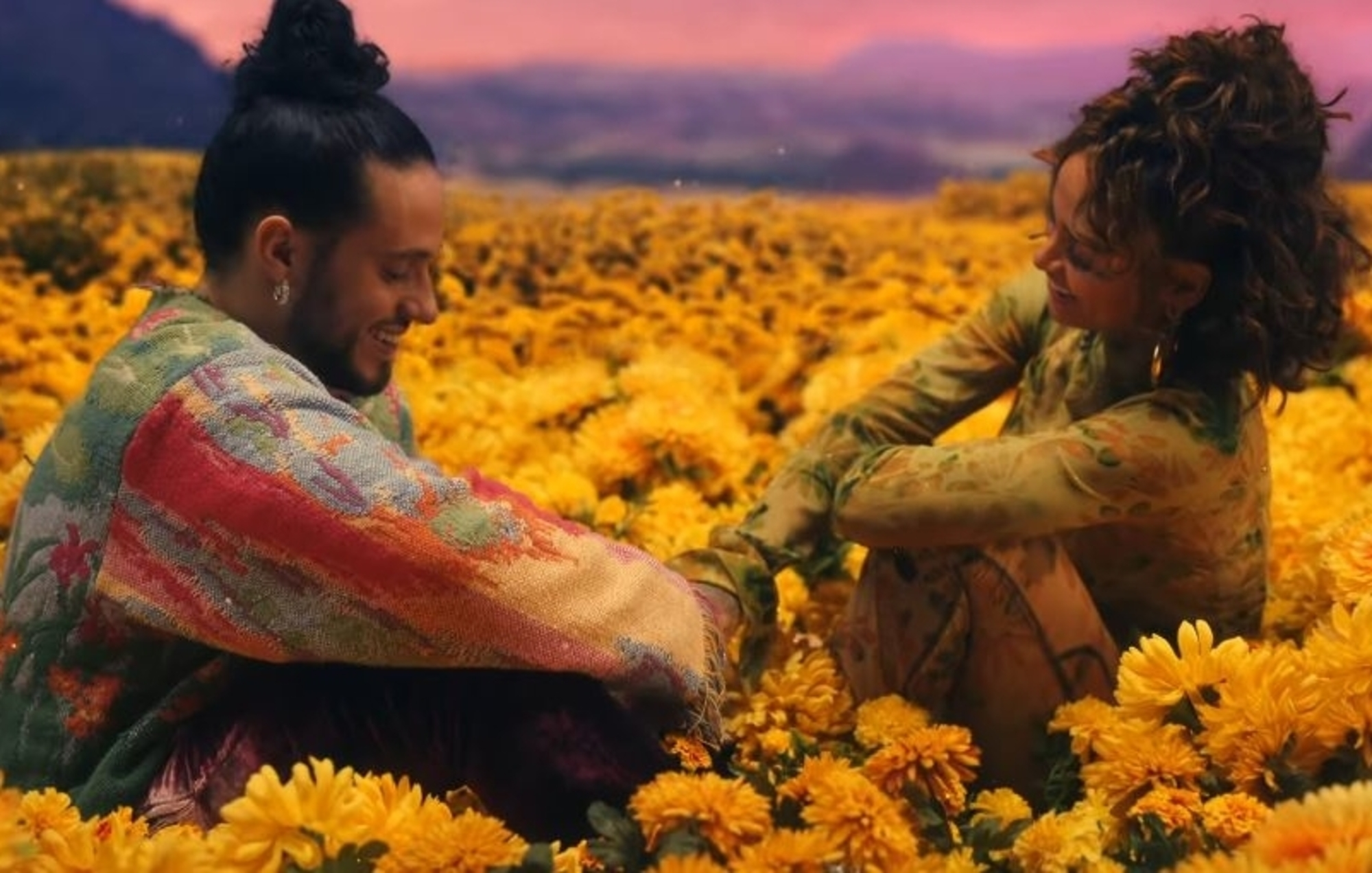 "Kehlani y Russ se unen en un colorido video para el nuevo tema ""Take You Back""."